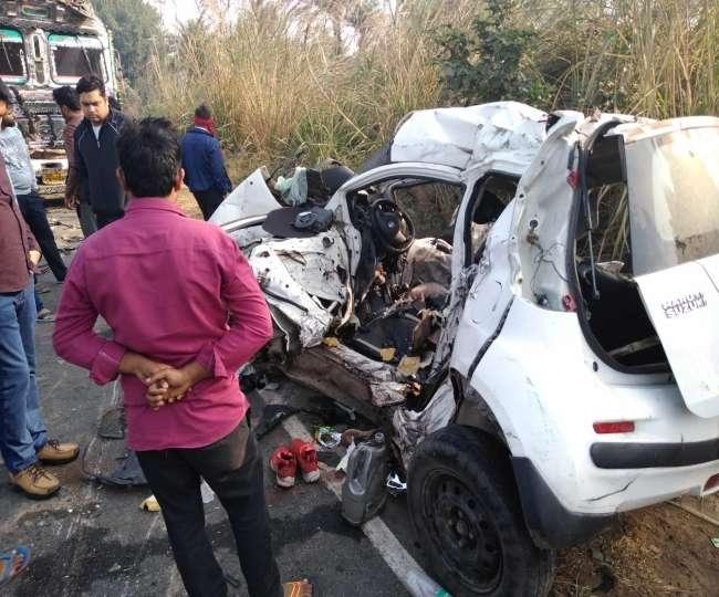 कार और ट्रक की भीषण भिड़ंत में पांच युवकों की मौत, दोस्त की शादी में जा रहे थे