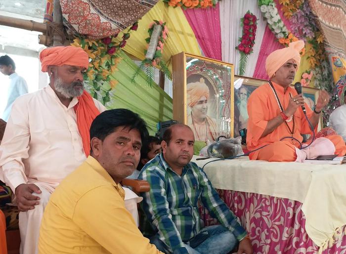 कमालपुर में मंत्रोच्चार के बीच की गई गुरु गोरखनाथ, जाहरवीर बाबा, मां काली मूर्तियों की प्राण प्रतिष्ठा