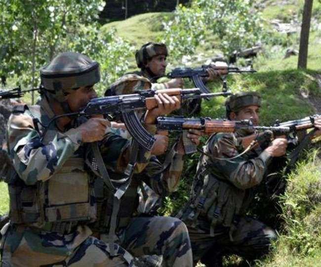 कुलगाम में सुरक्षाबलों और आतंकवादियों के बीच मुठभेड़ जारी