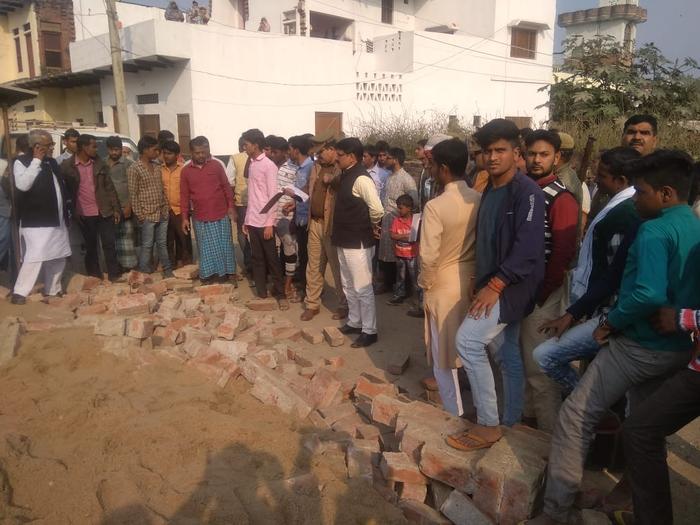 जौनपुर में बड़ा हादसा : मलबे में दबने से 3 बच्चों की मौत, इलाके में कोहराम