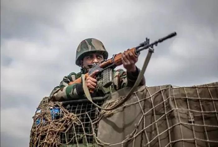 भारतीय सेना की कार्रवाई से डरा पाकिस्तान, लगाई बातचीत की गुहार