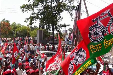 अमरोहा: सपा नेताओं ने फूंका CM का पुतला, किया रोड जाम, सरकार के खिलाफ लगाये नारे, सदर कोतवाली इलाके टी पी नगर का मामला