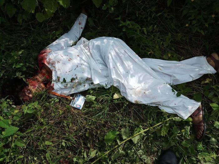 वाराणसी : कपसेठी इलाके में 14 साल की नाबालिग छात्रा को एक लड़के ने चाकू मारकर,  खुद ट्रेन के सामने कूद कर आत्महत्या की। दोनों ही नाबालिग़ पुलिस मौके पर पहुंच कर जांच में जुटी।