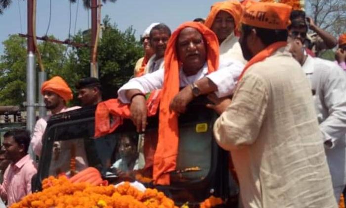 अयोध्या में गठबंधन पार्टी के जुलूस के आगे फीका रहा भाजपा नामांकन जुलुस