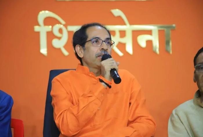 महाराष्ट्र: एक मई से राज्य में लागू होगा एनपीआर, सहयोगियों के बीच तनातनी