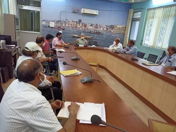 नोडल अधिकारी ने कोविड-19 मरीजों के चिकित्सा व्यवस्था के संबंध में अधिकारियों के साथ की समीक्षा बैठक