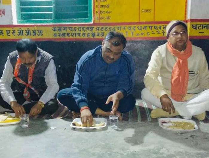 मुख्यमंत्री योगी आदित्यनाथ के आदेश की उनके ही मंत्री खूब उड़ा रहे धज्जियाँ