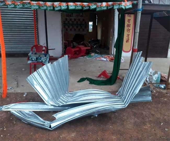 झारखंड के खरसावां में नक्सलियों ने भाजपा का कार्यालय उड़ाया