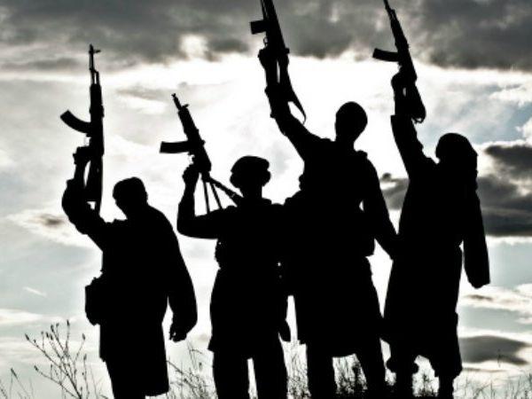 हिजबुल के आतंकवादियों की मदद, कांग्रेस नेता के भाई समेत 12 के खिलाफ मामला दर्ज