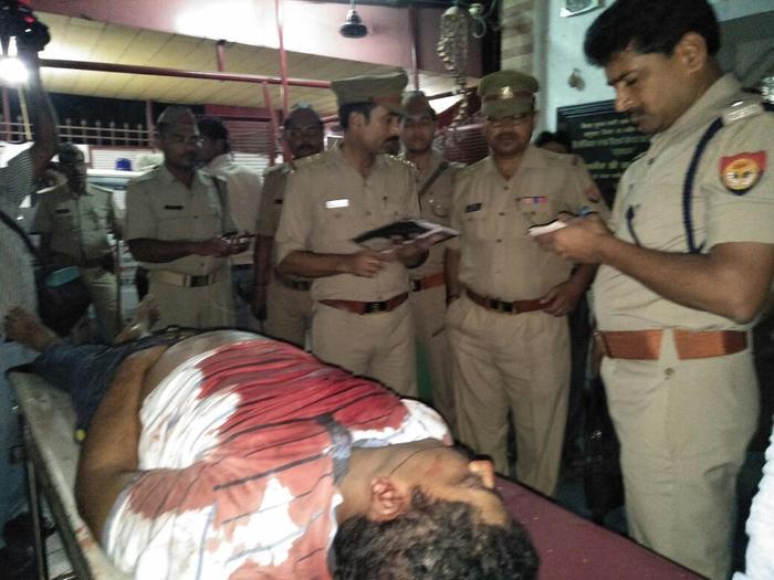 वाराणसी:हौसला बुलंद बदमाशों ने घर के पास दौड़ाकर ठेकेदार को मारी गोली,घर से बहार टहल रहें थे ठेकेदार विशाल सिंह,सिगरा थाना क्षेत्र के विद्याविहार कॉलोनी कि घटना