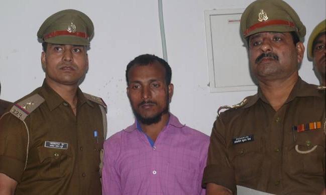 आजमगढ़ में तिहरे हत्याकांड का आरोपित नसीरुद्दीन गिरफ्तार, घायल महिला व दस वर्षीय बेटी से किया दुष्कर्म