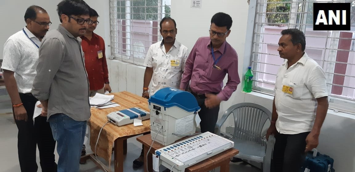सैफई : मैनपुरी संसदीय क्षेत्र के मतदान केंद्र संख्या 226, 227, 228 और 229 से तैयारी पूरी । तीसरे चरण के चुनाव के लिए मतदान आज सुबह 7 बजे शुरू  ।