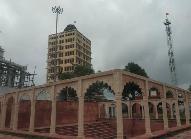 उपेक्षित और बदहाली के आंसू बहाती ऐतिहासिक और धार्मिक नगरी कम्पिल ।