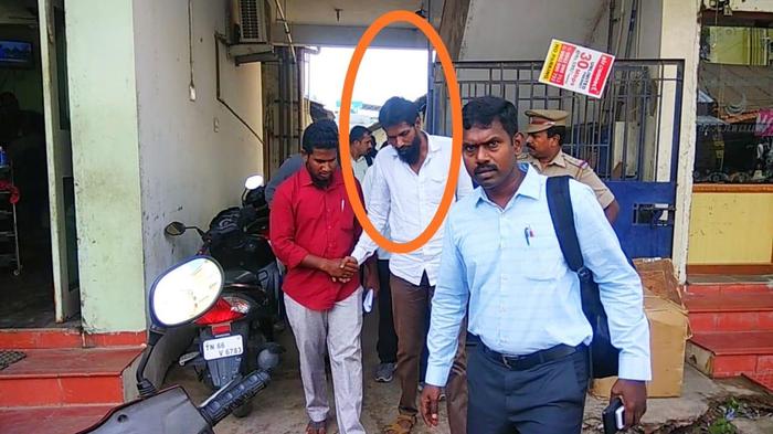 तमिलनाडु: आईएसआईएस मॉड्यूल मामले के संबंध में कोयम्बटूर में चल रहे तलाशी अभियान का समापन हो गया है। अब तक चार लोगों को गिरफ्तार किया गया है।