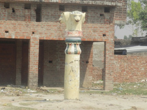 बहराइच में  अशोक स्तंभ पर भू माफियाओं की कुदृष्टि