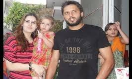 शाहिद अफरीदी ने बेटी को आरती करते देख तोड़ दिया था टीवी, वीडियो हुआ वायरल
