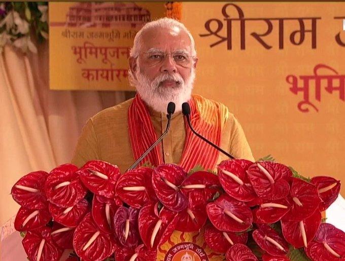 प्रधानमंत्री नरेंद्र मोदी ने अपना संबोधन जय सिया राम के साथ प्रारंभ किया। आज इस जय घोष की गूंज पूरे विश्व में है। सभी देश वासियों, भारत भक्तों को और राम भक्तों को कोटि-कोटि बधाई।