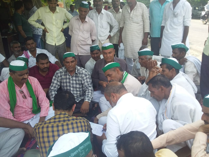 भारतीय किसान यूनियन का बिजली घर पर धरना प्रदर्शन