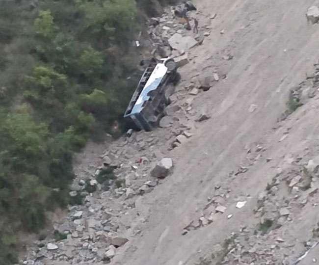 डलहौजी में बस खाई में गिरी 12 लोगों की मौत, रेस्क्यू ऑपरेशन जारी