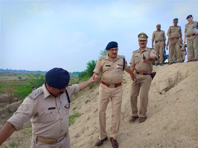 गाजीपुर : बाइक लूटकर भाग रहे लुटेरों की पुलिस से मुठभेड़, दाे बदमाश घायल
