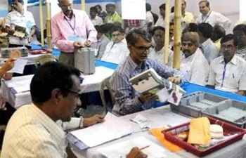 रुझानों में त्रिशंकु विधानसभा के आसार, BJP सबसे बड़ी पार्टी