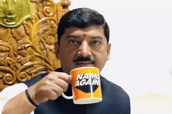 जूतामार सांसद से क्यों किनारा नहीं कर पाई BJP ?