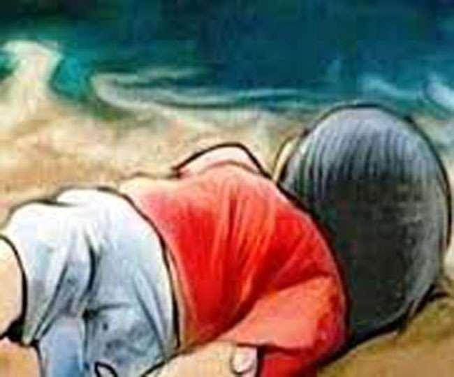 घर के बाहर खेल रहे मासूम को अगवा कर निर्मम हत्या, हाथ-पैर बांधकर नदी में फेंका शव