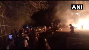 दिल्लीः शाहीन बाग इलाके में फर्नीचर की दुकान में लगी आग, मौके पर पहुंचीं 4 दमकल गाड़ियां
