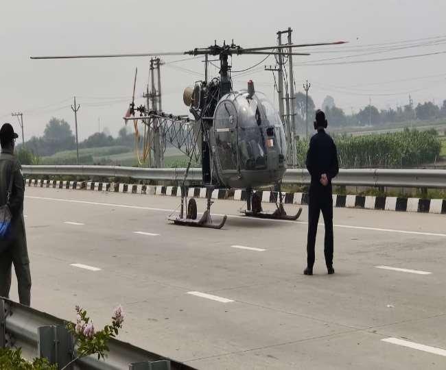 सोनीपत - कुंडली-मानेसर-पलवल एक्सप्रेसवे पर एयरफोर्स के चीता हेलिकॉप्टर ने की इमर्जेंसी लैंडिंग।