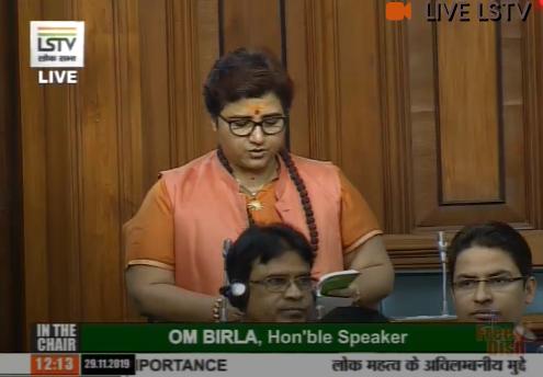 गोडसे पर माफी मांगकर राहुल को घेर गईं साध्वी प्रज्ञा, सदन में मुझे आतंकी कहना एक महिला की बेइज्जती