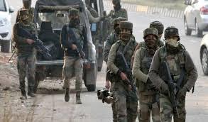 शोपियां: सुरक्षाबलों और आतंकियों के बीच मुठभेड़ जारी