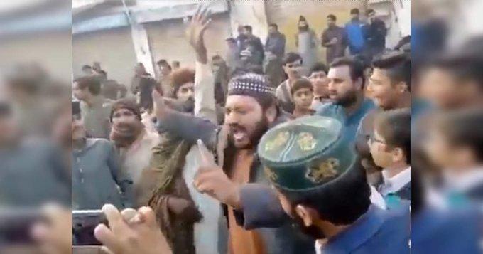 पाकिस्तान में ननकाना साहिब गुरुद्वारे पर हमला, सिखों के खिलाफ नारे