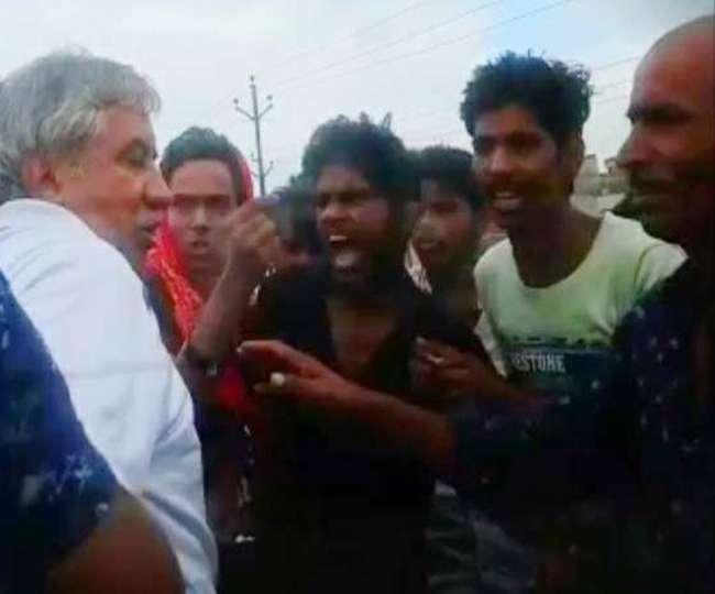 बिहार: बाइकर्स गैंग ने Ex IPS को बीच सड़क पर पीटा, बकिया सुशासन चालु आहे