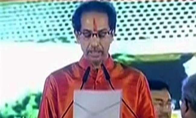 महाराष्ट्र के 18वें मुख्यमंत्री बने उद्धव ठाकरे, मंत्रियों ने भी ली शपथ