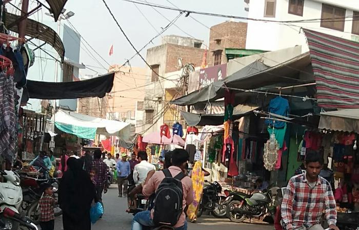 श्रमिकों का शोषण नहीं देखता श्रम विभाग साप्ताहिक बंदी पर भी खुल रहा बाज़ार