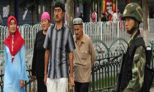 चीन के शिनजियांग प्रांत में रोजा रखने पर प्रतिबंध, फौजी बूटों के साए में डरे सहमें हैं मुस्लिम