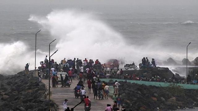 प्रचंड तूफान में बदला चक्रवात फेनी, उत्तर-प्रदेश में भी दी सतर्क रहने की सलाह