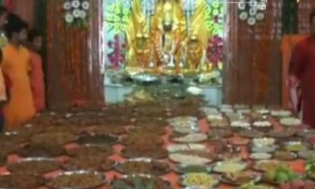 गुजरात के रणछोड़राय मंदिर में अन्नकूट कार्यक्रम के दौरान हुई भगदड़..