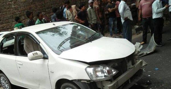 दिल्ली : फुटपाथ पर बैठे 4 लोगों पर चढ़ी कार, दो की मौके पर मौत