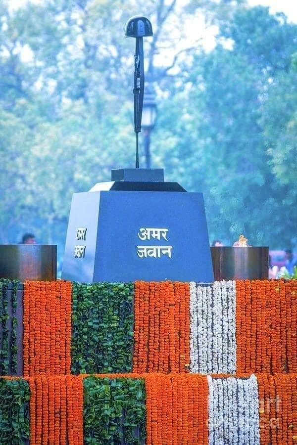 पुलवामा के शहीद अमर रहें, यह राष्ट्र अमर रहे... जय हो!