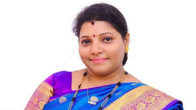 मीनाक्षी शिंदे को चुना गया ठाणे का महापौर