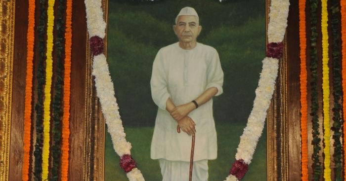 किसानों हित की प्रतिबद्ध आवाज, चौधरी चरण सिंह : मणेन्द्र मिश्रा मशाल